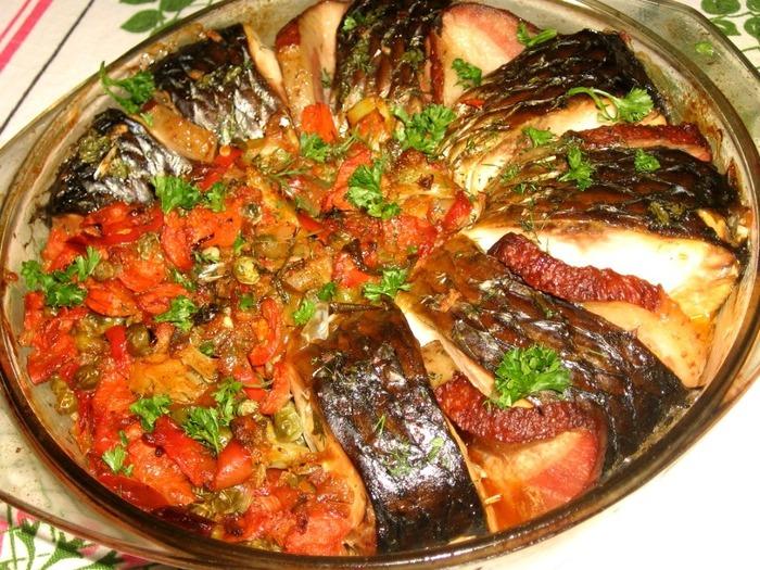 тушёный пеленгас с овощами фото